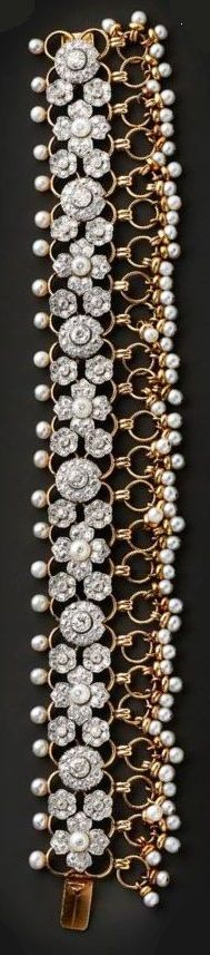 A jewelled bracelet in the Indian taste by Cartier, Paris, circa, 1939. Gold, diamnds and pearls. #Cartier #vintage #bracelet