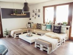 If you have some old pallets, you can use them to create pretty furniture for your home. Check out these DIY pallet sofa ideas and make your own! Palette Furniture, Diy Furniture Couch, Rustic Furniture, Outdoor Furniture, Furniture Ideas, Modern Furniture, Diy Pallet Sofa, Outdoor Pallet, Pallet Headboards