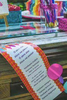 Adapte as marchinhas tradicionais de carnaval Festa Party, Alice, Eliana, Carnival Decorations, Ideas Aniversario, 9 Year Olds, Invitations