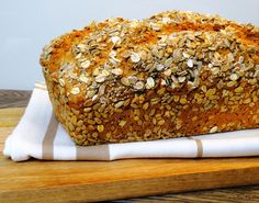 Möhrenbrot, Brot mit Möhren, Körnerbrot, gesundes Brot, Brot selber backen, einfache Rezepte, saftiges Brot, Brot Rezept, vegan, clean eatig, healthy eating, Bread, recipe, bread with carrots, thermomix, Thermomixrezepte, tm5