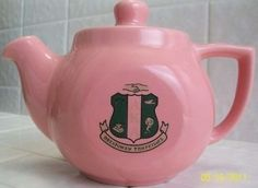 Alpha Kappa Alpha pink ceramic teapot with green shield & sorority name. It measures 5 inches high with lid on inches without lid) x 4 inches wide x inches long (from spout to handle). Sorority Names, Aka Sorority, Alpha Kappa Alpha Sorority, Sorority Life, Sorority Outfits, Green Shield, Pink Teapot, Divine Nine, Pretty In Pink