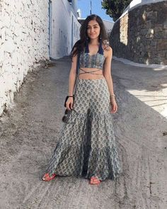 Top 100 best trendy outfits for Summer 2018 Dress Indian Style, Indian Dresses, Indian Designer Outfits, Designer Dresses, Designer Ethnic Wear, Designer Sarees, Indian Wedding Outfits, Indian Outfits, Ethnic Outfits