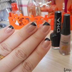 Esmalte da Semana | FAIL | Nero (DNA Italy), Ouro Nude (Risqué) | Nail Polish | Nail Art | Perspectiva Laranja