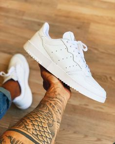 White Sneakers Nike, Addidas Sneakers, Sneakers Mode, Sneakers Fashion, Skater Outfits, Adidas Outfit, Adidas Shoes, Sneaker Trend, Adidas Originals Sneaker