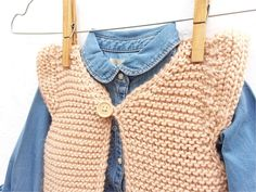 Learn How to Make this Knitted Girly Vest for a Baby. FREE Step by Step Pattern & Tutorial. Free Childrens Knitting Patterns, Easy Scarf Knitting Patterns, Knit Vest Pattern, Knitting For Kids, Knit Patterns, Free Knitting, Loom Knitting, Knitting Stitches, Toddler Vest