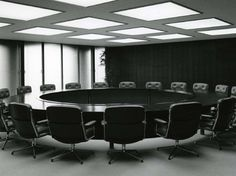 Meeting Table / Round / Eames Chairs / Japanese Office