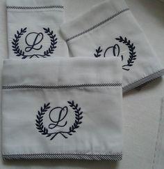 Lindo kit de fraldas cremer luxo brasão personalizada embaladas em saquinho de filó  Uma fralda 70 cm x 70 cm  Duas fraldas 34 cm x 34 cm