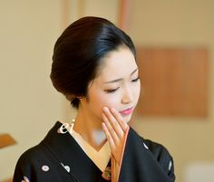 Geiko. Toshikana. She is Karage style(Maiko and geisha's casual wear) #japan #kyoto #maiko #geisha #culture