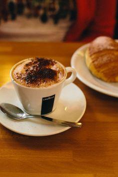 L'espresso, une tradition en Italie ! #milan #milano #navigli #voyage #travel #italie #italia #cafe #croissant #espresso