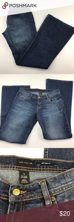 "White House Black Market WHBM Skinny Flare Jeans 2 White House Black Market WHBM Skinny Flare Jeans Women's 2 x 33 Low Rise #394  Measurements Laying Flat:  Waist:14.5"" Inseam:33"" Rise:8"" White House Black Market Jeans Flare & Wide Leg"
