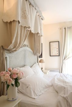 Simple French Country Style - Standards For Significant Aspects For French Country Cottage Style Decor - Makeoldo French Country Bedrooms, French Country Living Room, French Country Cottage, French Country Style, French Country Decorating, Country Cottage Bedroom, French Bedroom Decor, Country Cottages, Bedroom Rustic