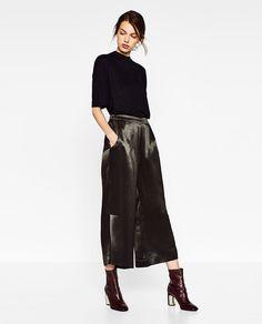 Image 1 de SHORT À FENTES de Zara