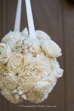 Bridesmaid's Seashell and Sola Flower Bouquet in Cream