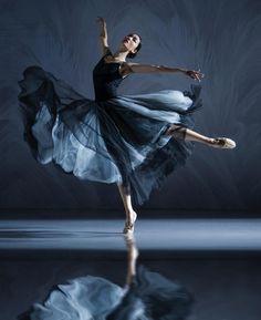 Ballet Painting, Ballet Art, Ballet Dancers, Dance Picture Poses, Dance Poses, Ballet Pictures, Dance Pictures, Ballet Photography, Image Photography