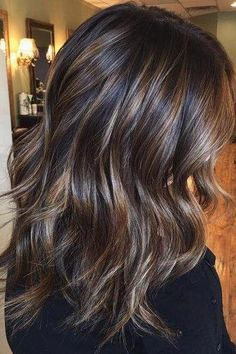 Ribbon Highlights Are The Latest Hair Trend Were Obsessed With 2020 Hair Trends Hair highlights Latest obsessed ribbon trend Ombre Hair Color, Cool Hair Color, Brown Hair Colors, Winter Hair Colors, Winter Hairstyles, Pretty Hairstyles, Wig Hairstyles, Female Hairstyles, Medium Brunette Hairstyles