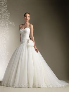 Ivory Strapless Sweetheart Ruched Tulle Princess Ball Gown Wedding Dress
