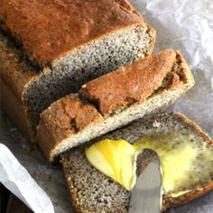 Having reviewed Tim Noakes latest best selling book'The Real Meal Revolution'a few weeks agohere, our in-house designer Kate decided to try one more recipe which is probably the most intriguing of them all - Carb-Free Bread! After being on the diet for over 2 months, enjoying every meal