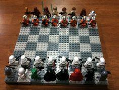 Original juego de ajedrez hecho con piezas de Lego y de temática Star Wars.