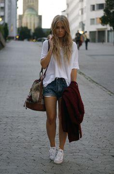 loose white t+jean shorts+white chucks=laid-back style