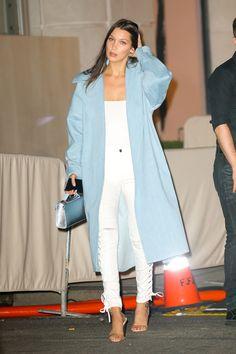 Bella Hadid, LongBlue Coat, All White Outfit, White Top, White Skinny Jeans Bella Gigi Hadid, Bella Hadid Outfits, Bella Hadid Style, Look Fashion, Fashion Show, Fashion Outfits, Jeans Fashion, Looks Chic, Looks Style