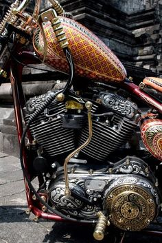 Awesome engraving And paint on this chopper.