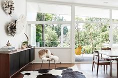Ambiance vintage à Sydney - Blueberry Home Floor To Ceiling Windows, House Windows, Blueberry Home, The Design Files, Australian Homes, Mid Century House, Architecture, Mid-century Modern, Modern Coastal