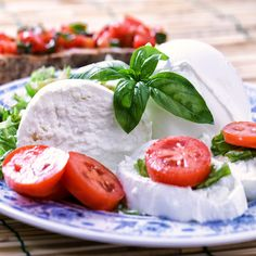 Italian #caprese: easy but tasty! #Mozzarella #tomatoes #basil #Italy #Italianfood #gastronomy #weloveItaly