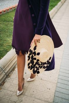 Purple dress and coat with some nice accessories - LadyStyle Sombreros Fascinator, Fascinator Hats, Fascinators, Headpieces, Painted Hats, Drawing Bag, Hat Embroidery, Millinery Hats, Love Hat
