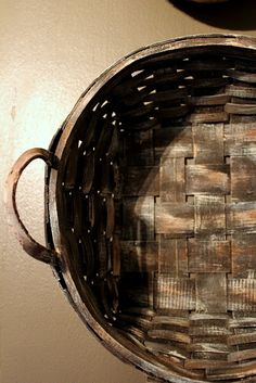 DIY Budget Decor:: Fabulous Easy Tutorial !  How to paint any basket to look like an antique find !
