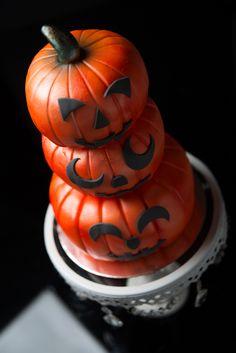 #jackolantern #pumpkin #cute #decorated #halloween #treats #cookies #brownies #cakes #oreos #pumpkins #mummies #monsters and much more from #oushe #gourmet #bakeshop #dubai #uae www.oushe.com 043850011