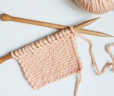 Technique Pour tricoter ce point il faut connaître les deux techniques suivantes : Maille glissée à l'envers fil devant la maille : avec le fil placé devant l'ouvrage, piquer l'aiguille droite de droite à gauche dans la première maille de l'aiguille gauche, comme pour la tricoter à l'envers. Il suff