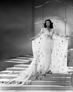 "Hedy Lamarr in a star costume ensemble in ""Ziegfeld Girl"" Costume design by Adrian ♥️ Vintage Glamour, Vintage Models, Vintage Beauty, Vintage Fashion, Vintage Makeup, Vintage Hollywood, Golden Age Of Hollywood, Classic Hollywood, Hollywood Cinema"