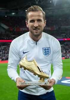 Are the British Sports Media Biased against Harry Kane & Spurs? | My Football Facts England National Football Team, England Football, National Football Teams, Tottenham Hotspur Wallpaper, Tottenham Hotspur Fc, Harry Kane Wallpapers, Premier League Winners, England Players, Lionel Messi Barcelona