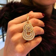 An enchanting Entanglement pendant sprinkled with Diamonds for an evening of sheer glamour Diamond Necklace Set, Diamond Pendant, Diamond Jewelry, Diamond Mangalsutra, Pendant Design, Pendant Set, Mom Jewelry, Jewelry Design, Jewelery