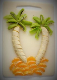 Fruit decorations for kids. Fruit Decorations, Food Decoration, Toddler Meals, Kids Meals, Cute Food, Good Food, Deco Fruit, Baby Food Recipes, Cooking Recipes