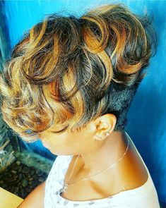 Short hair Source by Hair Wigs Short Sassy Hair, Cute Hairstyles For Short Hair, Short Hair Cuts, Curly Hair Styles, Natural Hair Styles, Short Pixie, Love Hair, Great Hair, Teresa