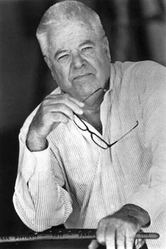 William Windom dies at 88; Emmy-winning character actor  The veteran character actor's Emmy-winning role in the TV series 'My World and Welcome to It' marked the start of a long-term relationship with humorist James Thurber's whimsical Americana. www.latimes.com/news