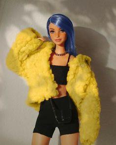 Barbies Pics, Beautiful Barbie Dolls, Fur Coat, Hair Color, Guys, Photography, Jackets, Fashion Dolls, Clothes