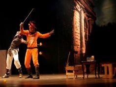 """Na quarta-feira, dia 13, o Cine Teatro apresenta a peça """"O Gato de Botas e Os Pequis e Ouro""""."""