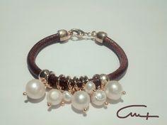 las cositas de maría hernández...........................by Cruz_.  : Pulsera ideal en cuero de 5mm lleno de perlas natu...