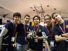 Con @ziklyxgamer y su team en #FLLMadrid @RicardoRivas15