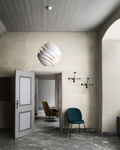 Gubi Turbo Pendant light designed by Louis Weisdorf in get all Gubi products at Cimmermann. The Gubi Turbo Pendant Light was originally designed in 1965 and has been re-released to critical acclaim. The sculptural powder coated matt white diffuser Interior Bohemio, Side Chairs, Dining Chairs, Mid-century Modern, Beetle Chair, Muuto, Green Rooms, Upholstered Chairs, Interiores Design
