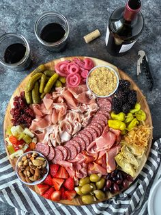 Need a low carb appetizer idea for your Thanksgiving feast? How about a charcute… Need a low carb appetizer idea for your Thanksgiving feast? How about a charcuterie board? I made this dairy free. Charcuterie Recipes, Charcuterie Platter, Charcuterie And Cheese Board, Snack Platter, Cheese Boards, Thanksgiving Appetizers, Thanksgiving Feast, Thanksgiving Recipes, Thanksgiving Prayer