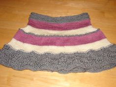 Knitted skirt with three colors - very easy pattern to follow    www.to-knit-knitting.stitches.com/scallop-edge-skirt.html Knitted Skirt, Baby Skirt, Knitting Stitches, Knits, Lace Shorts, Colors, Pattern, Fashion, Long Scarf