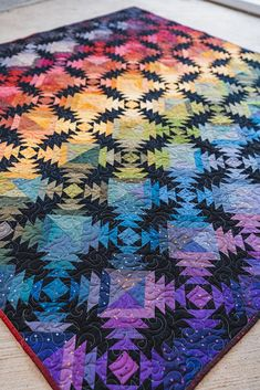 Pineapple Sunset Quilt - We're 'Shining a Light' on some amazing Gem Stones quilts by fabulous Makers! Bargello Quilts, Patchwork Quilting, Star Quilts, Easy Quilts, Quilt Blocks, Scraps Quilt, Pineapple Quilt Pattern, Pineapple Quilt Block, Log Cabin Quilt Pattern