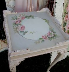Shabby chic Queen Anne table (white) embellished with lovely rose tole painting (pretty bits 'n bobs) Decoupage Furniture, Hand Painted Furniture, Shabby Chic Furniture, Decoupage Ideas, Shabby Chic Cottage, Vintage Shabby Chic, Shabby Chic Style, Vintage Table, Decoration Chic