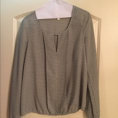 Navy and white patterned blouse Blouse from studio M. Navy and white pattern (see pics for up close view). Standard neckline with v cutout. Full length sleeves, elastic around wrists and waistline. Worn a handful of times, looks brand new. Studio M Tops Blouses