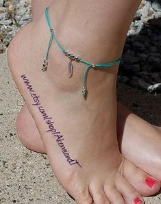 Delicate Silver Feather Anklet - Wisdom, Freedom and Inspiration_Moving Forward (Adjustable Ankle Bracelet) - Pulsera para tobillo - Jewelry Diy Bracelets Elastic, Ankle Bracelets, Foot Bracelet, Coin Pendant Necklace, Shell Pendant, Anklet Jewelry, Anklets, Cute Jewelry, Women Jewelry