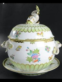 Herend Queen Victoria (Green Border) at Replacements, Ltd Antique China, Vintage China, Herend China, Spode Christmas Tree, China Sets, China Patterns, Ginger Jars, China Dinnerware, Wedgwood