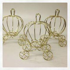 Produto artesanal Aramado    Cores: Dourado, Branco e Rosa